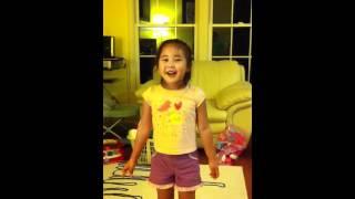 "Liana singing ""Twinkle twinkle little star"" in Chinese."