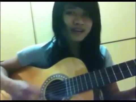 Keren Cewek memainkan GITAR Lagu Barisan Para Mantan