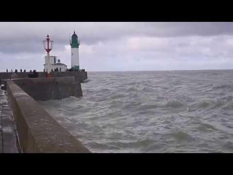 Le Tréport (76)   Vidéo - Remous devant le phare
