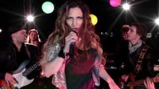 MIKAELA MATTEO -  Fuera de Mi - Videoclip Oficial