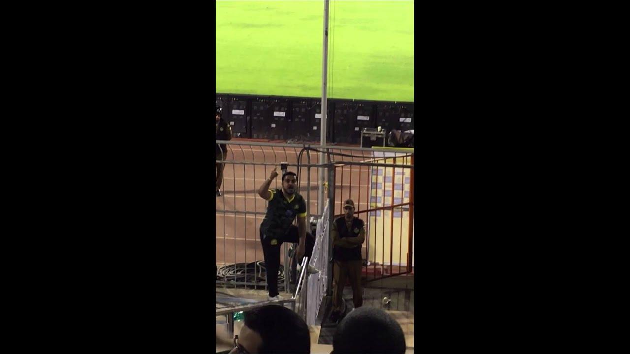 حماس فهد الحزيم في المدرج - نشجع في نادي - YouTube