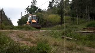 Trator rodo-ferroviário passando pela PN do Pinhalzinho em Bairro dos França-Ortigueira/Pr 18/06/15