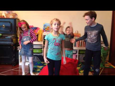 Песня Неизвестен - Here We Go 'Round The Mulberry - Детские Английские / Kids English Songs в mp3 256kbps