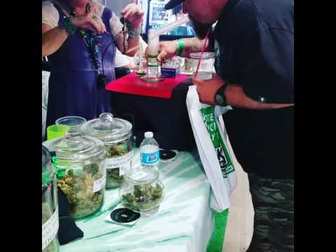 Tye Dyed Granny Giving out FREE dabs at the High Life Music Festival 2016 Grandma Greenz
