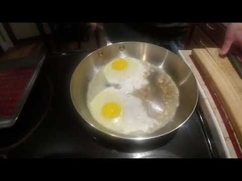 How to fry egg in stainless steel pan