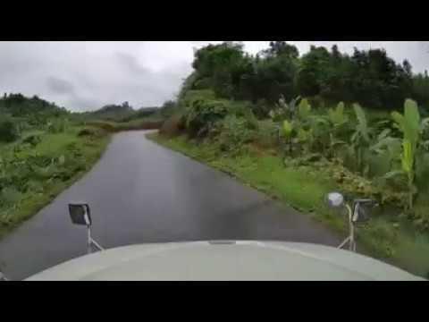 Mentre guida nell'altra corsia succede qualcosa di clamoroso!!!