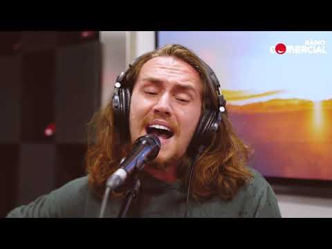 "Rádio Comercial  Vitor Kley canta ""O Sol"" no Já Se Faz Tarde"