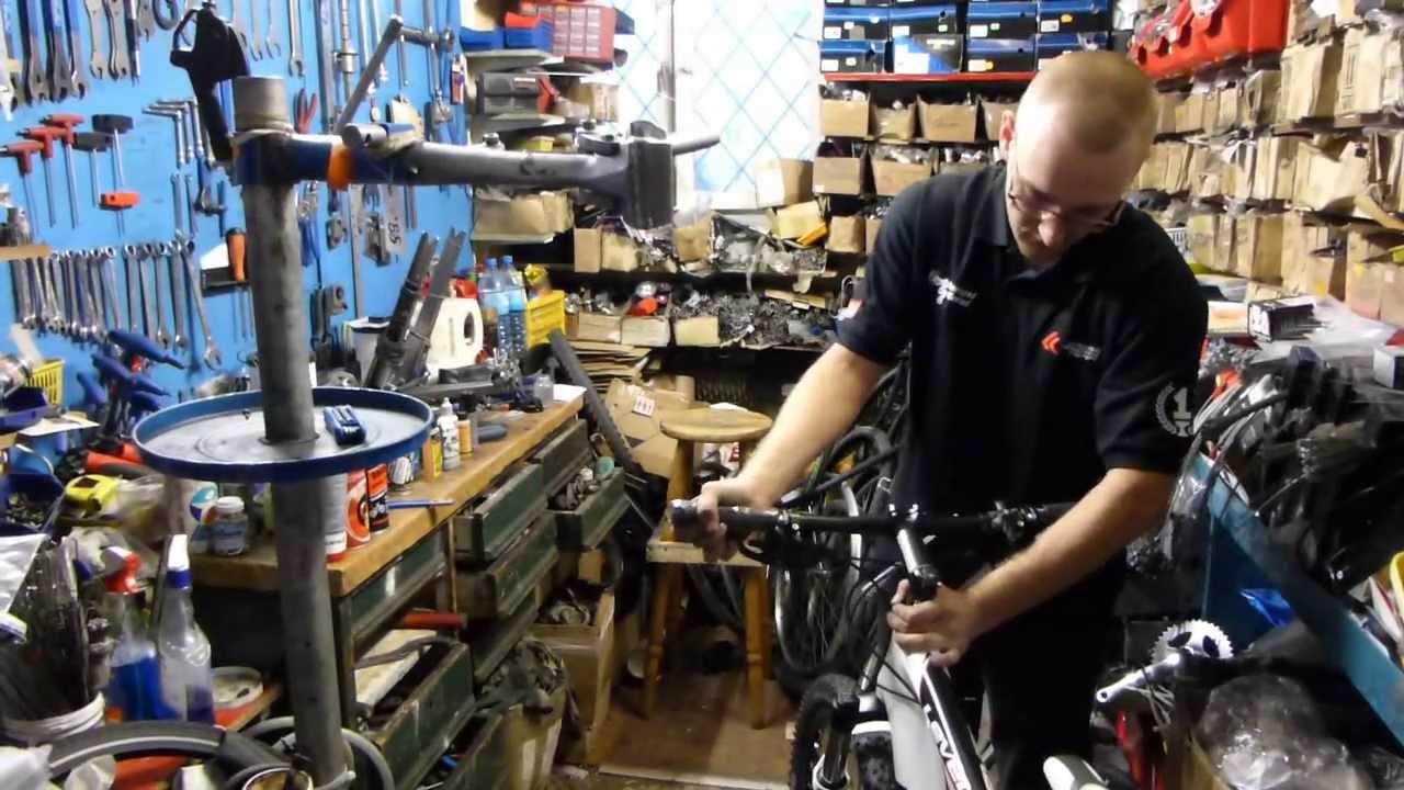 Zaawansowane 2013_09_11 Servis sklep rowerowy - Jan Leśniewski TORUŃ - YouTube UA28