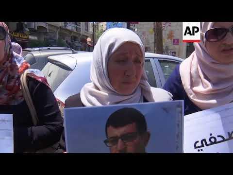 Palestinians protest Abbas' media clampdown