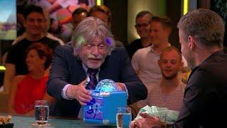Wilfred Genee krijgt karaoke-machine voor zijn 51ste verjaardag - VI ORANJE BLIJFT THUIS