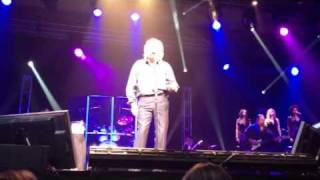"Barry Gibb 2012 Live ""immortality"""