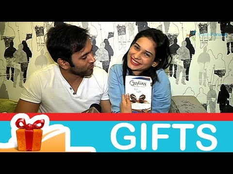 Aneri Vajani and Mishkat Varma's gift segment from YouTube · Duration:  3 minutes 30 seconds