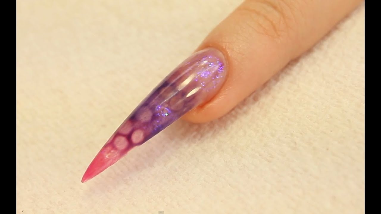 Dessin Effet Bulle en Gel UV sur Ongle Stiletto Tutriel par Naio Nails