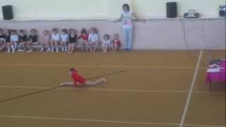 Аня, спортивная гимнастика, упражнение (22.05.2010)