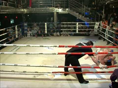 Магомед Исмаилов VS Давид Саакян (Драка за рингом) .wmv