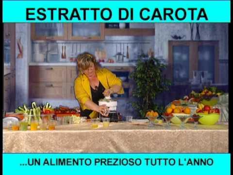 estratto di carota con la centrifuga del robot da cucina ferrari