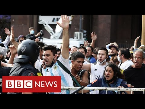 Maradona: chaotic scenes as thousands pay respects in Buenos Aires - BBC News