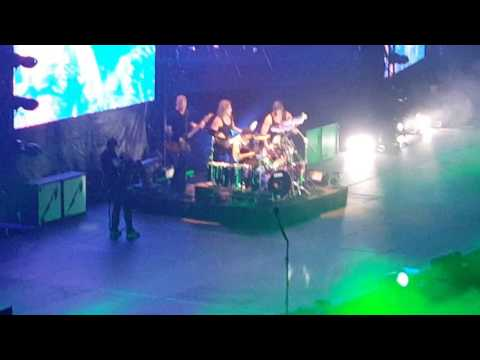 Metallica- Master of puppets lead riff Singapore live