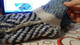 Вязание Спицами. Детские Носочки. Легкий способ Вязания ЖАККАРДОВЫЕ УЗОРЫ(ВЯЗАНИЕ СПИЦАМИ! ЖАККАРДОВЫЕ УЗОРЫ Как быстро связать простые носочки начинающему в вязании.Простой спосо..., 2015-11-01T12:02:40.000Z)