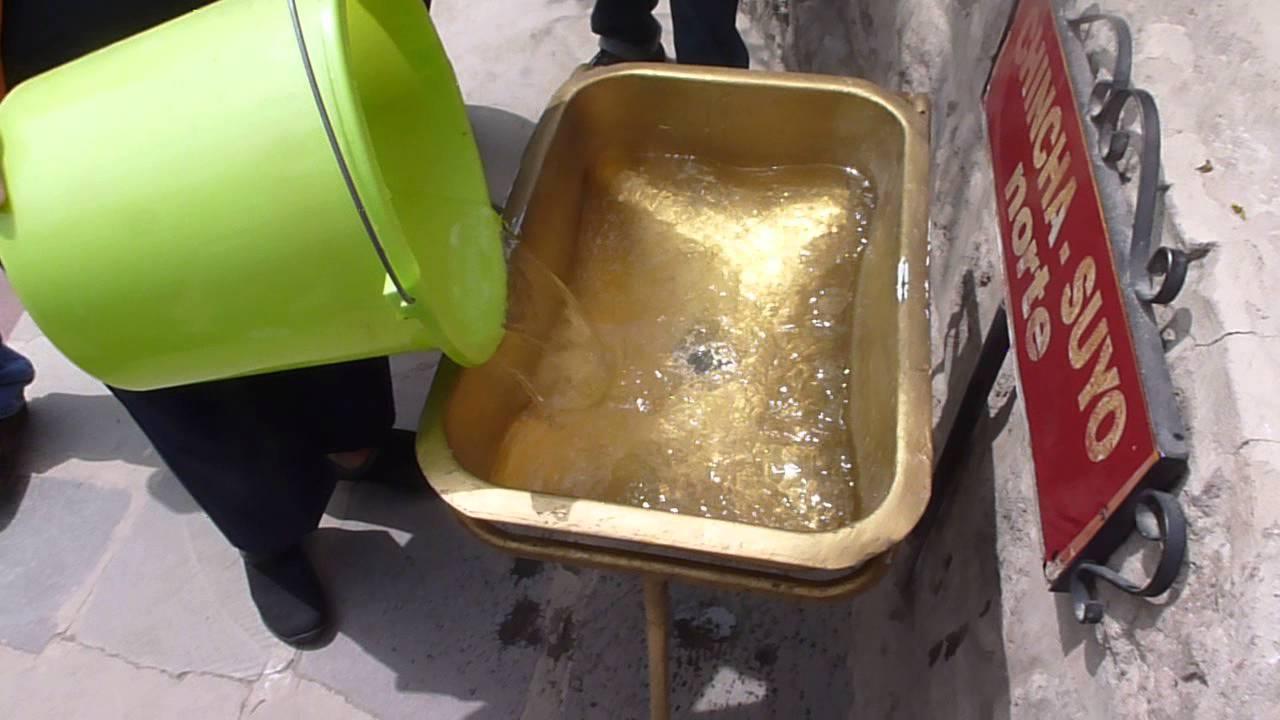Download Caída del agua en la mitad del mundo en el Museo Intiñán, Quito Ecuador