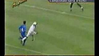 Contro la sampdoria nel campionato 92/93 tino va in gol direttamente su rinvio di ballotta