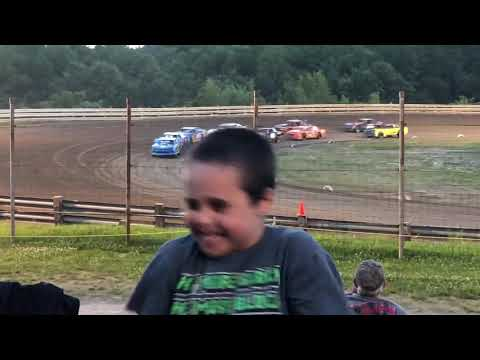 Hummingbird Speedway #28 spun out!!