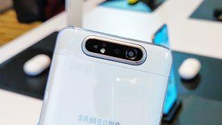 HP Samsung yang ga pake poni :) tapi ga ada headphone jack :(