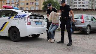 """Я переїхала """"мусора"""" і пишаюся, - франківські патрульні вдруге затримали п`яну Тетяну Михайлову16+"""