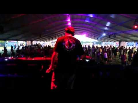 Franco Cinelli @ Creamfields Buenos Aires 2015, Playing: Roberto Natalini (Franco Cinelli Remix)