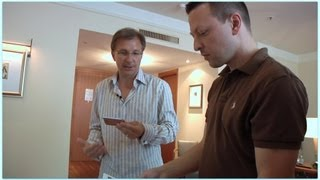 Mark Kuschel trifft Apple VP Greg Joswiak in Hamburg (deutsch/englisch)(Seltener Besuch aus Cupertino in Deutschland: Greg Joswiak von Apple zeigt in Hamburg die neuesten Apps und Gadgets für iPhone, iPad und iPod: Mit dem ..., 2011-07-20T17:49:22.000Z)