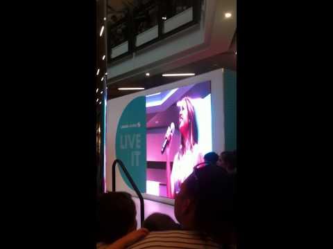 Jessica Mauboy - Who's loving you (Live) Lakeside Joondalup