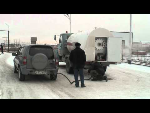 Gas refill to a car in Siberia