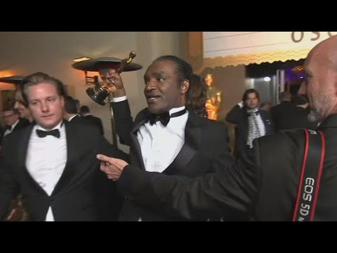 The Moment Accused Oscar Thief Tries to Make off With Stolen Award