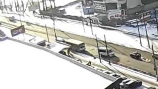 Автобус задел выходящего пассажира