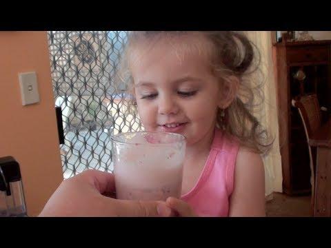 STRAWBERRY SMOOTHIE - KIDS RECIPE