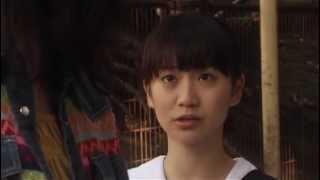 (Ⅰ)ある日、可奈(大島優子)のクラスメートの綾花が下半身のない死体...
