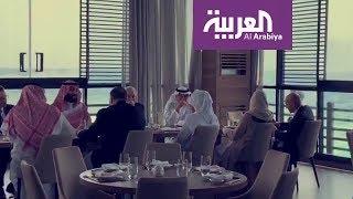 بالفيديو.. بن سلمان وبومبيو يتناولان الغذاء في مطعم بجدة