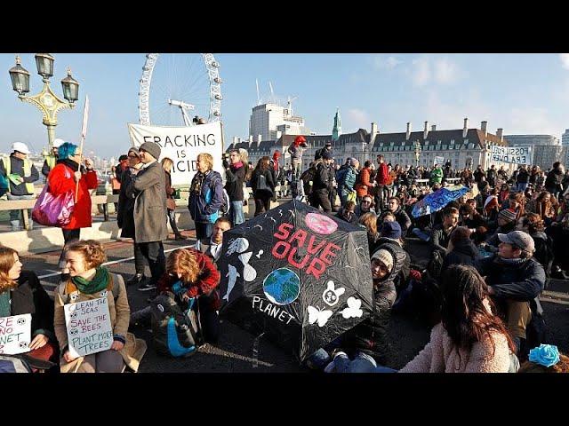 <span class='as_h2'><a href='https://webtv.eklogika.gr/londino-apekleisan-gefyres-gia-tin-klimatiki-allagi' target='_blank' title='Λονδίνο: Απέκλεισαν γέφυρες για την κλιματική αλλαγή'>Λονδίνο: Απέκλεισαν γέφυρες για την κλιματική αλλαγή</a></span>