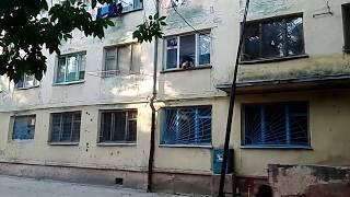 Мужик лезет в квартиру через окно. Херсон