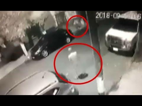 Hombre desnudo sale a la calle a acosar a una joven | Noticias con Francisco Zea