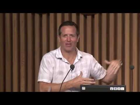 Sci-fi author Hugh Howey talks self publishing during visit