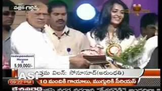 Video Anushka recives spl juery nandi award for Arundathi (I News) download MP3, 3GP, MP4, WEBM, AVI, FLV Juli 2018