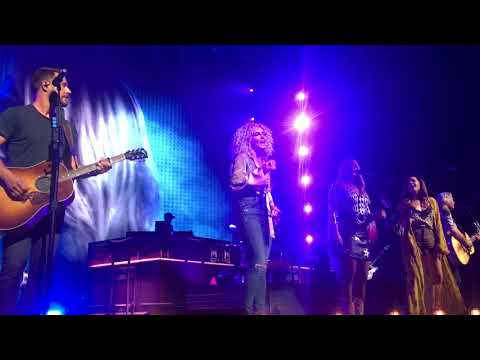 "Miranda Lambert and Little Big Town sing ""Smokin' and Drinkin'"" live on the Bandwagon Tour"