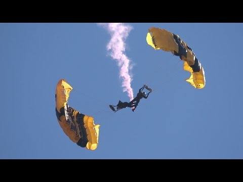 Golden Knights Parachute Team .. California Capital Airshow 2016 (4K)