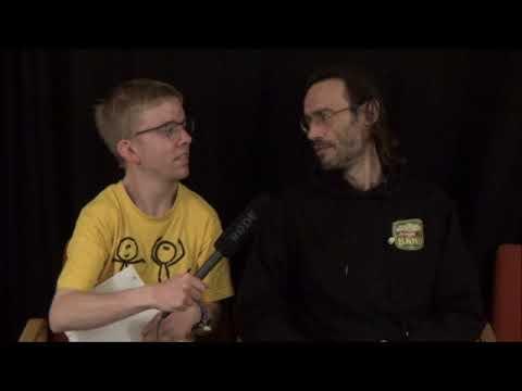 Kasper Højgaard fra Smil TV interviewer Handicap garage rock bandet John D Band