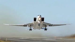 На взлетной полосе отметили летчики Северного флота 107-летие Военно-воздушных сил России.
