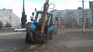 У трактора на ходу отвалилось колесо. Северодвинск(Подробнее: http://tv29.ru/?bl60number=20308., 2014-04-22T09:26:37.000Z)