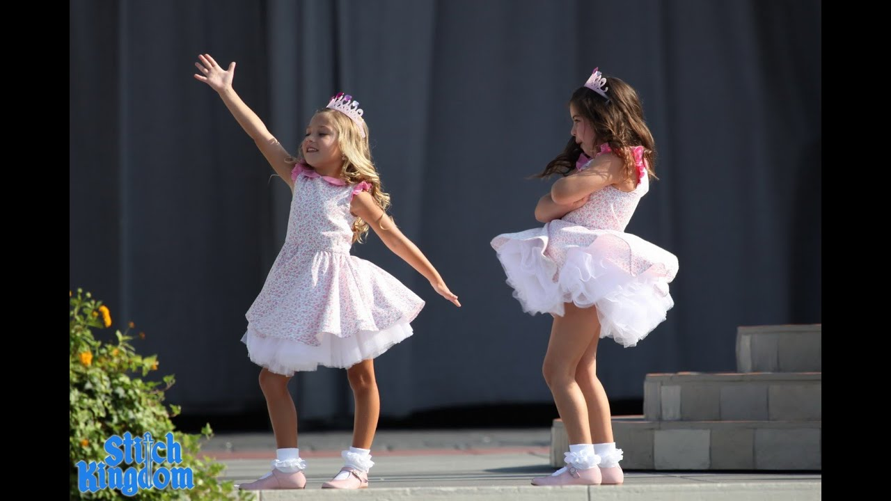 sophia grace and rosie sing 39 do you want to build a snowman 39 youtube. Black Bedroom Furniture Sets. Home Design Ideas
