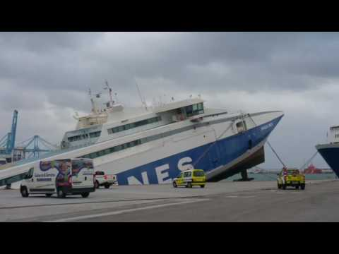 Se hunde en el Puerto de Algeciras el ferry abandonado 'Panagia Parou'