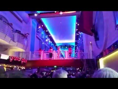 Royal Caribbean: Navigator of the Seas. 70's Disco @ Royal Promenade. 2015